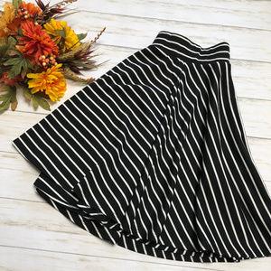 LNC Torrid Black White Striped Circle Skirt - 00